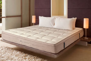 side-of-dreamcloud-mattress